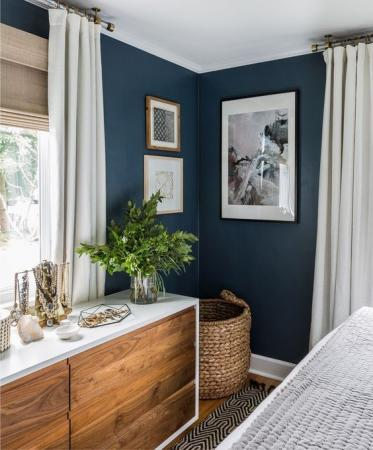 Мастилено синя спалня